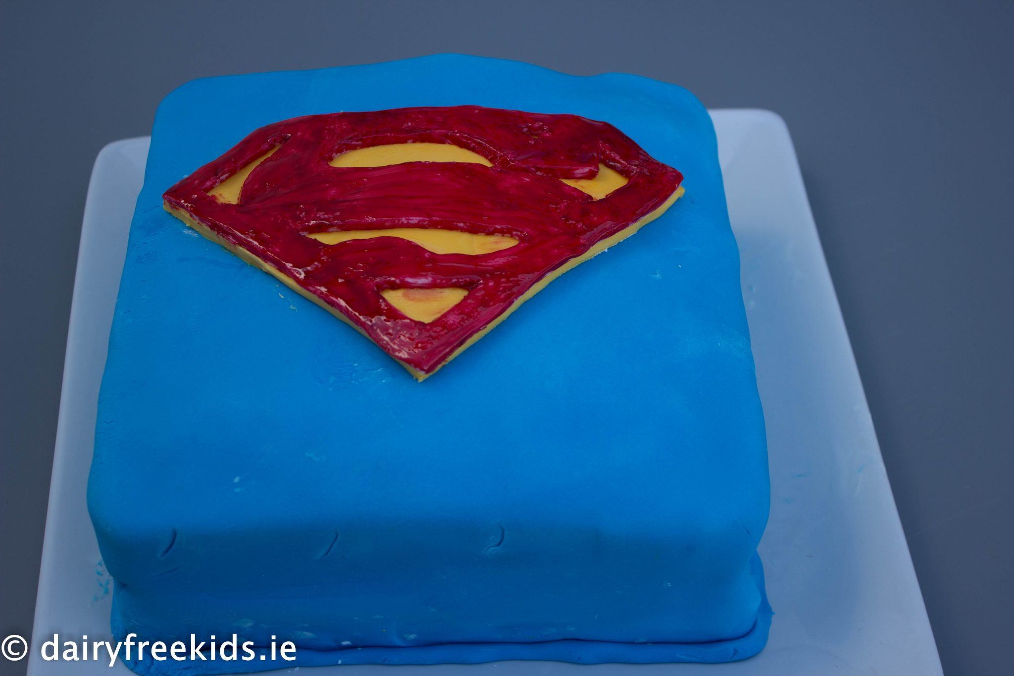 Recipe superman cake dairy free kids for Superman template for cake